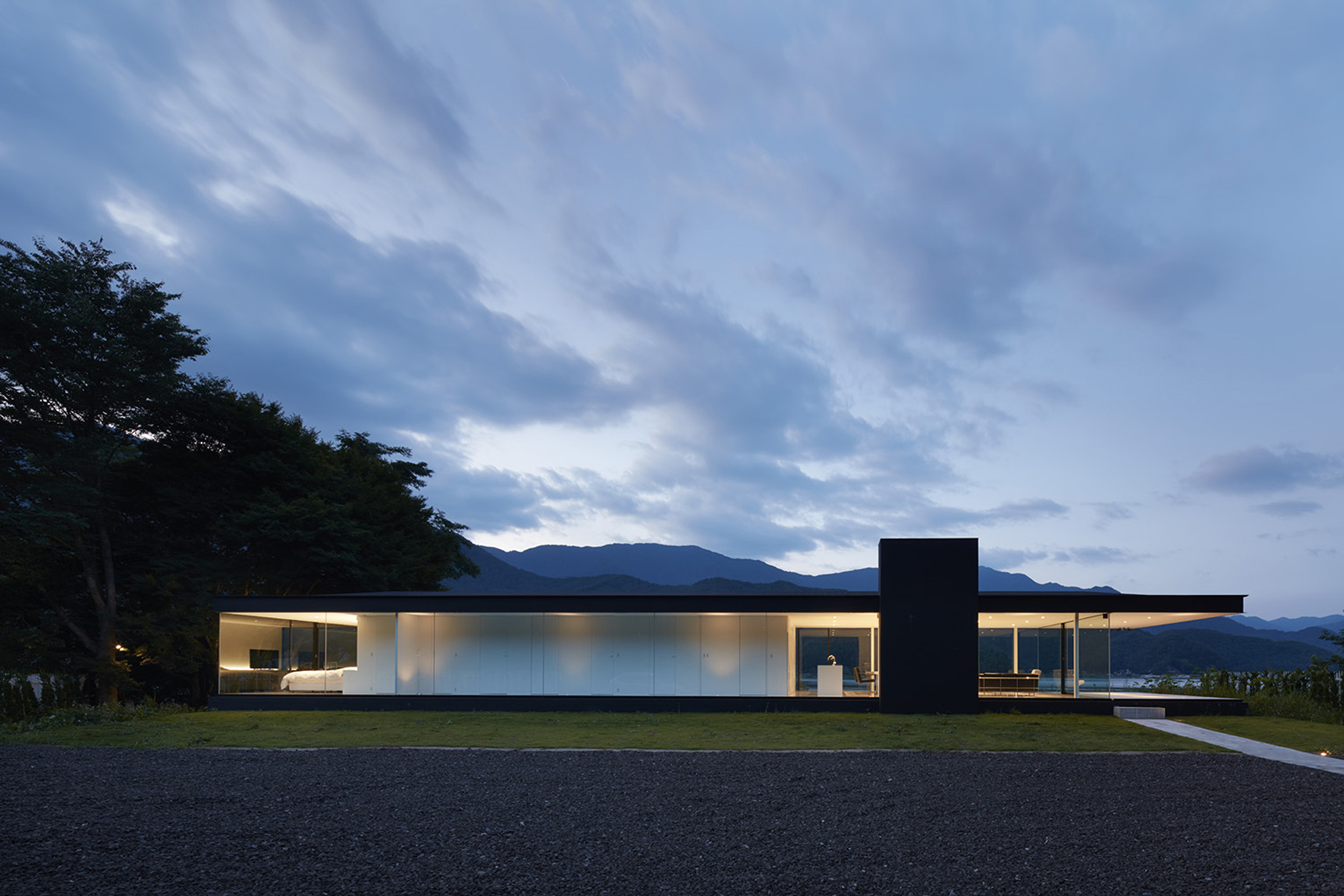 Lakeside house for Lakeside home